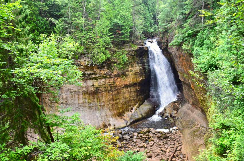 Pictured rocks hiking trails waterfalls
